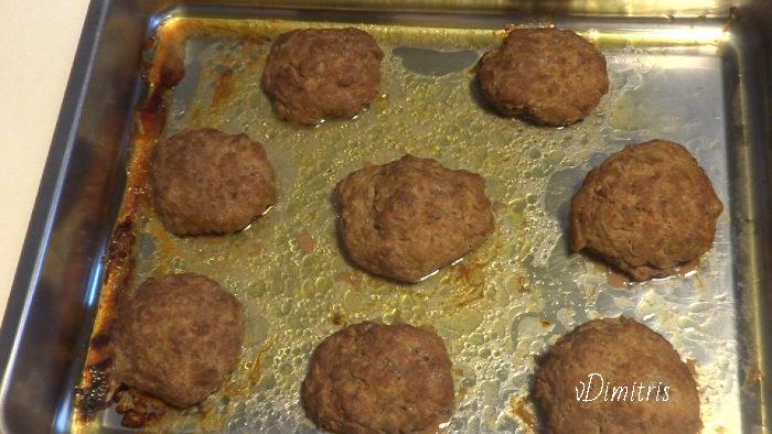 μπιφτέκια ψημένα στο φούρνο