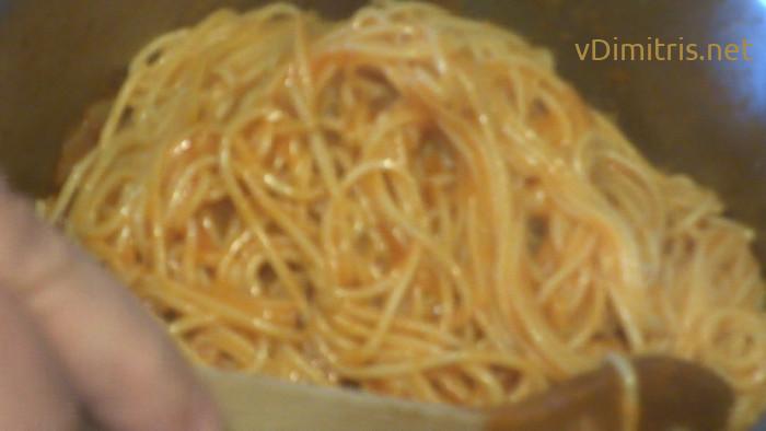μακαρονάδα με κόκκινη σάλτσα