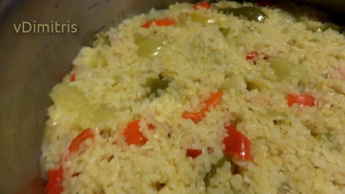 μαγειρεμένο πλιγούρι μαζί με πιπεριές